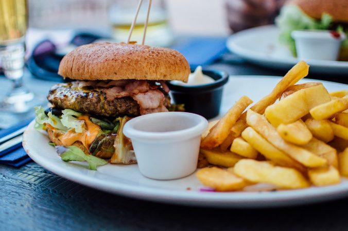 ¿Qué alimentos deberías evitar si padeces tinnitus?